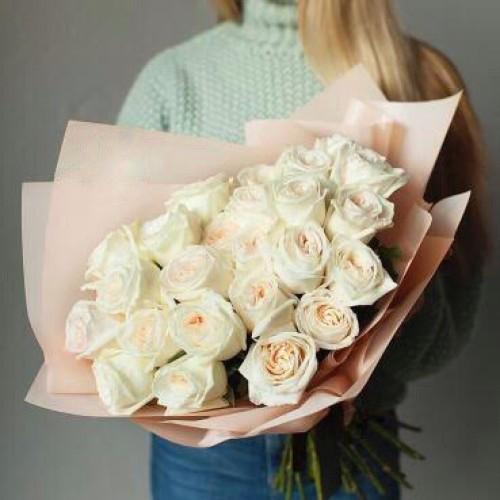Купить на заказ Букет из 31 белой розы с доставкой в Аральске