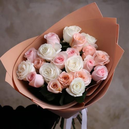 Купить на заказ Букет из 21 розы (микс) с доставкой в Аральске