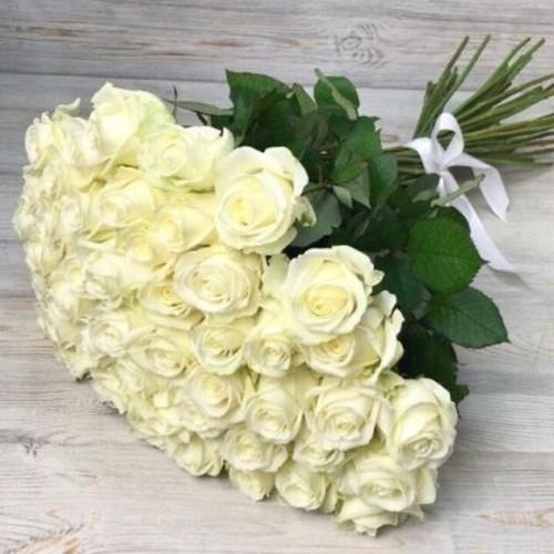 Купить на заказ Букет из 51 белой розы с доставкой в Аральске