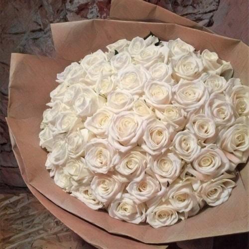 Купить на заказ Букет из 101 белой розы с доставкой в Аральске